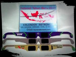 Paket hemat kalender astronomi dan kacamata gerhana matahari
